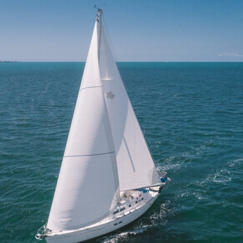 Looking for Lady to help me sail my Beneteau 44CC from Miami to Bocas Del Toro, Panama.
